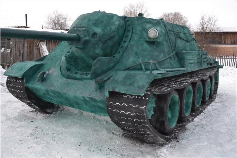 Самоходная установка СУ 122-54 из снега