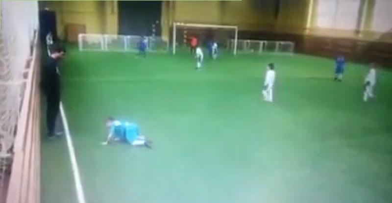 Футбольный тренер ударил ребенка