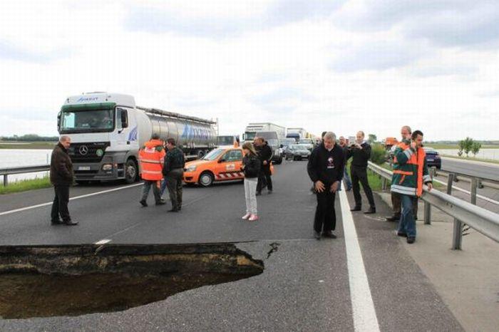 hole-on-road-03
