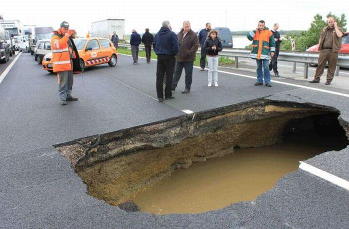 hole-on-road-04