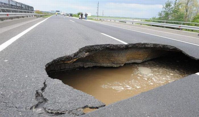 hole-on-road-06