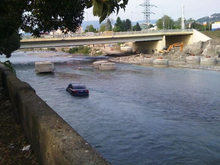mazda-in-river-01