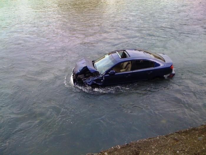 mazda-in-river-02
