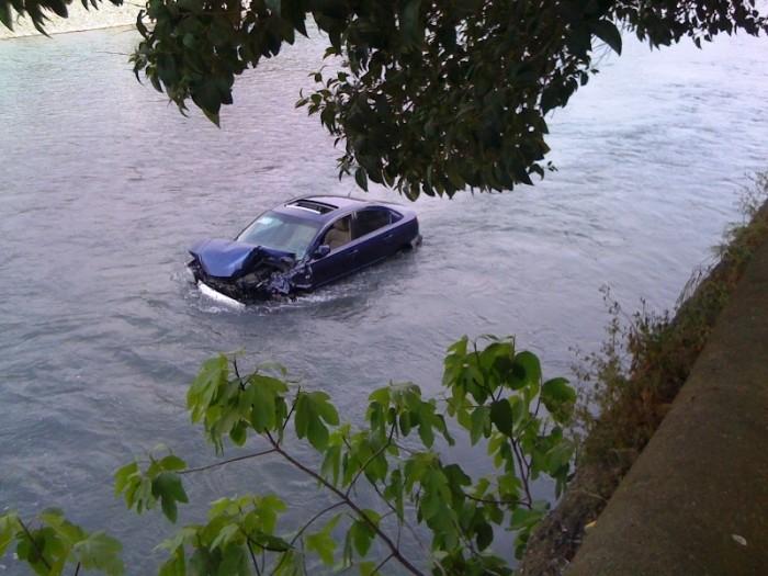 mazda-in-river-03