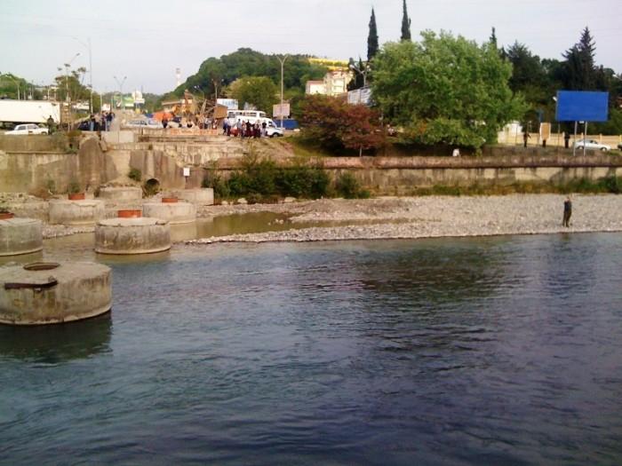 mazda-in-river-04