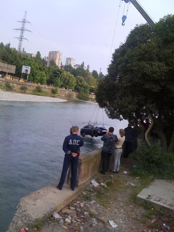mazda-in-river-05