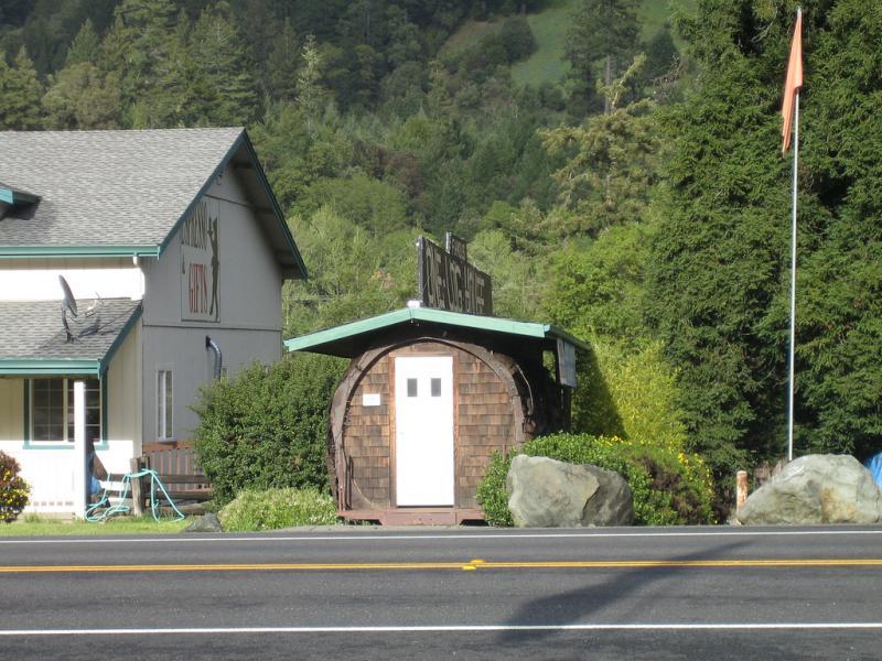 one-log-house-11
