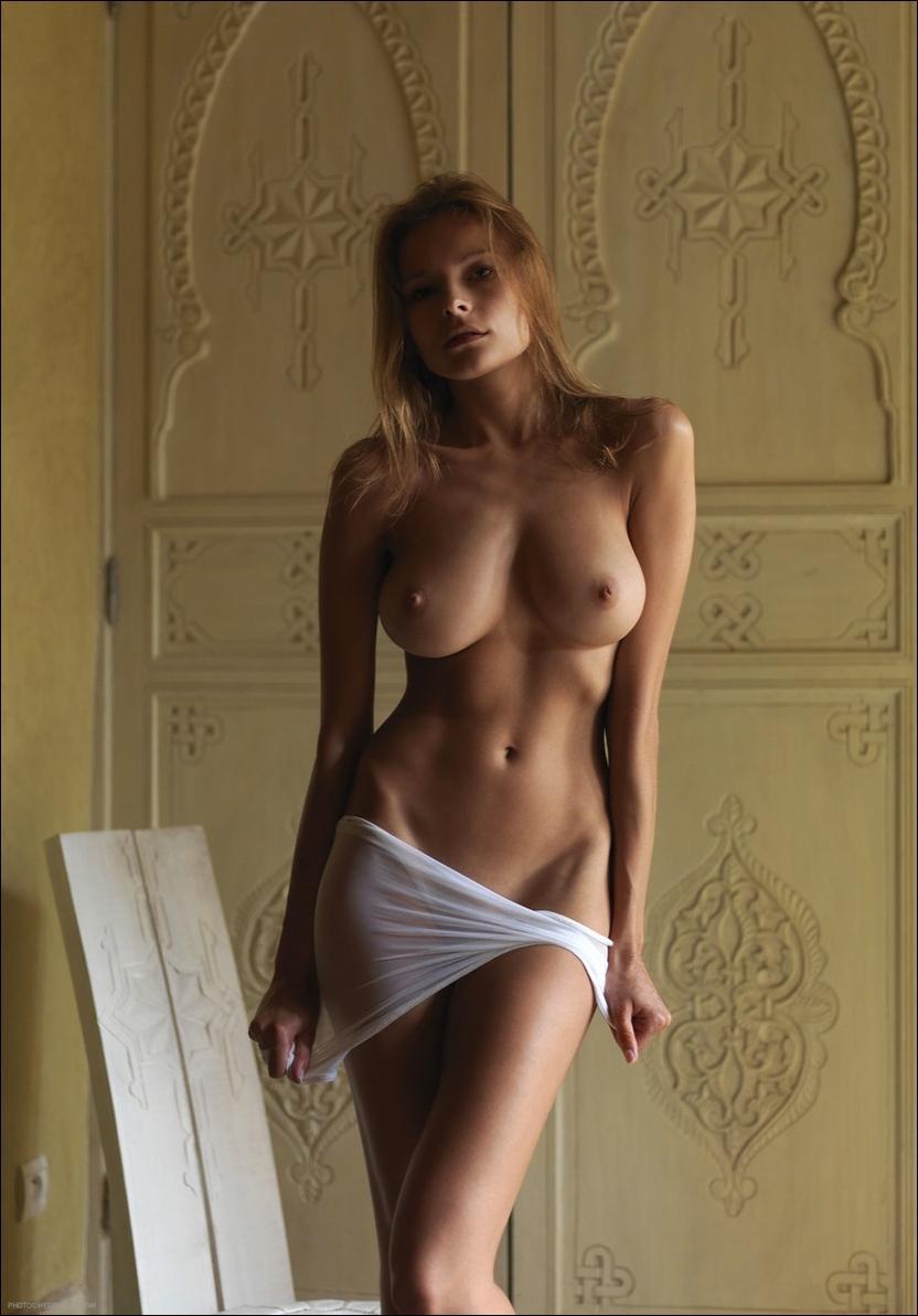 Украинские дамы голы 30 фотография