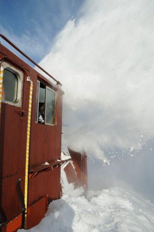 snow-train-04