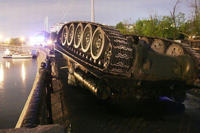 upsidedown-tank-01