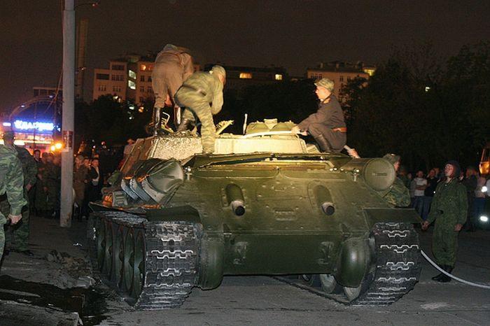 upsidedown-tank-09