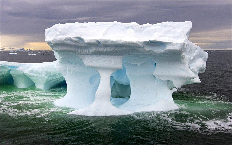 Айсберг у берегов Антарктиды