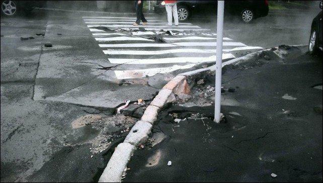 В Киеве улица превратилась в кипящую реку