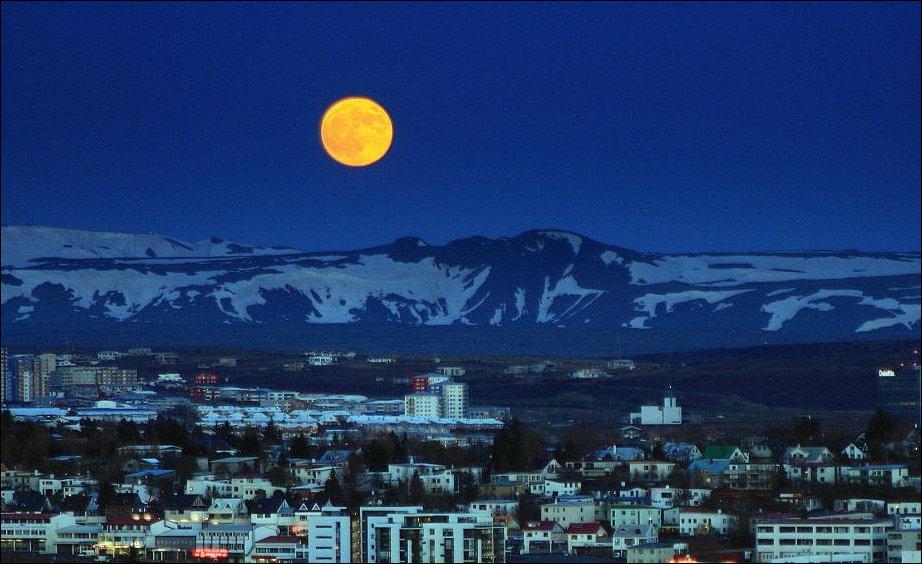 Супер-Луна над Исландией 5 мая 2012