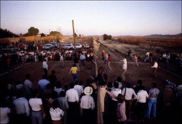 Волейбол через на границе США и Мексики