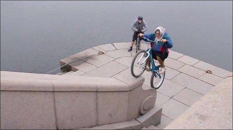 Бабушка на велосипеде