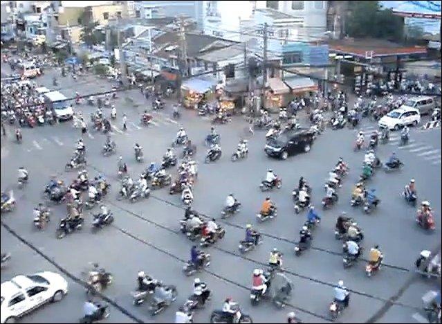 Загруженный перекресток в Индии