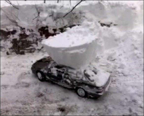 Откопал машину из снега