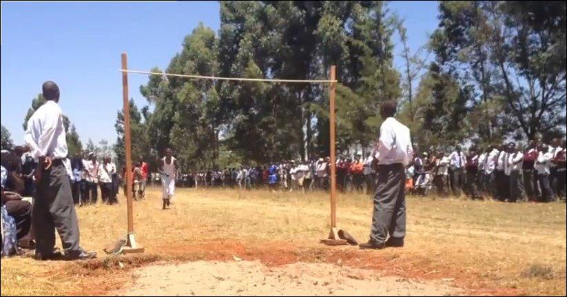 Невероятные прыжки в высоту старшеклассников в Кении