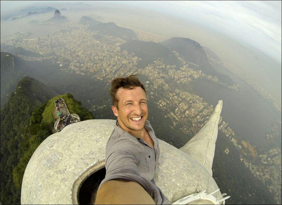 Селфи на вершине статуи Христа в Бразилии