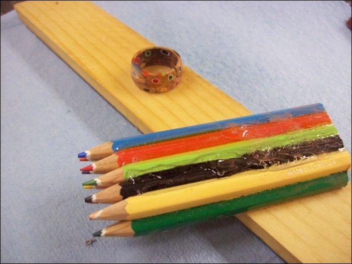 Колечко из цветных карандашей