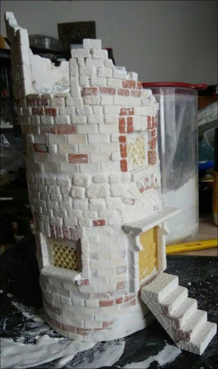 башня из банки из-под чипсов