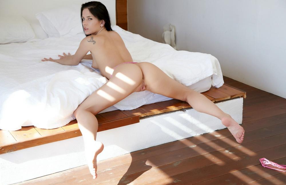 aprilia-nude-15