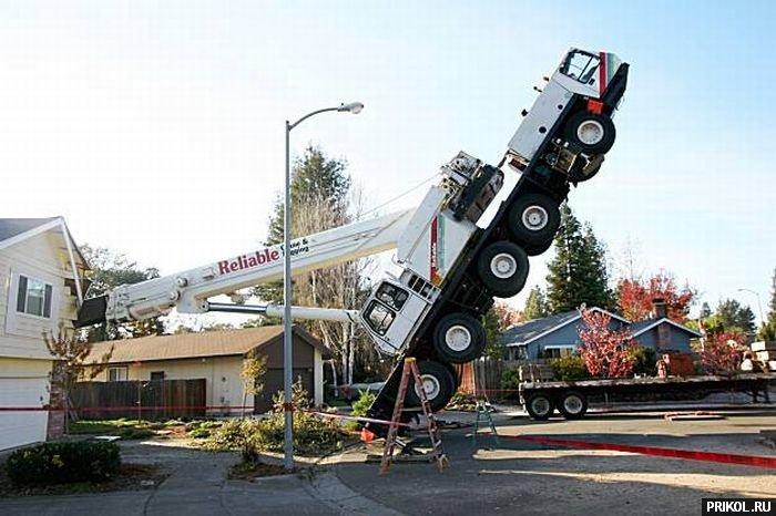 crane-smashes-house-05