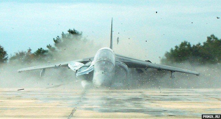 crash-landing-151109-12