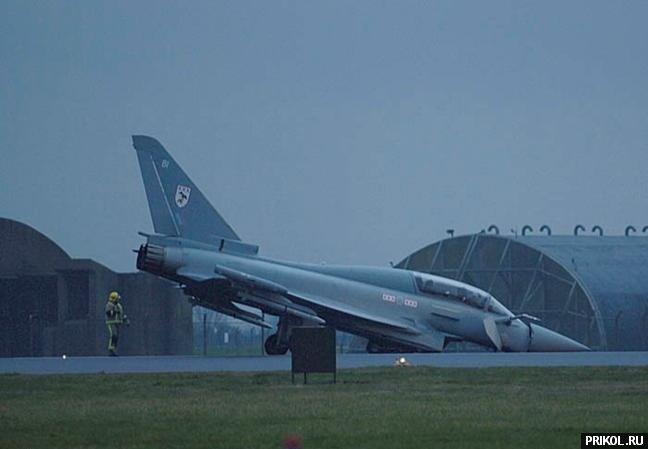 crash-landing-151109-20