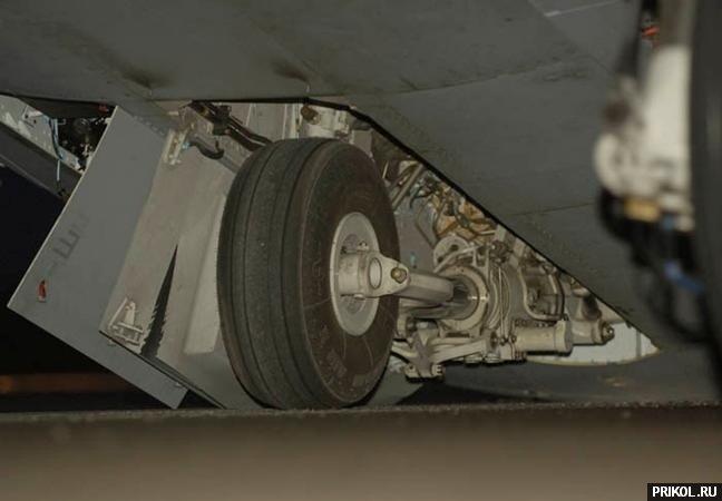 crash-landing-151109-25