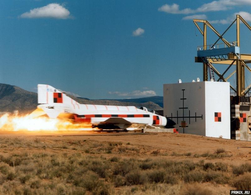 f4-phantom-crash-01