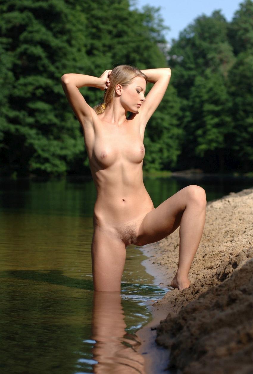 nude-061109-15