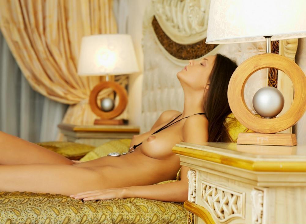 nude-girl-151109-10