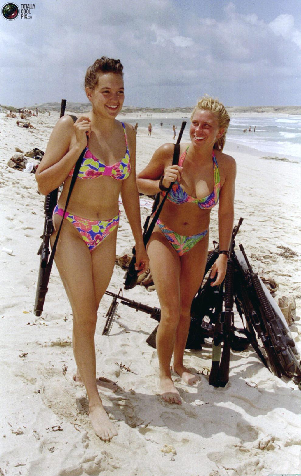 Сухмский пляж с девушками 7 фотография