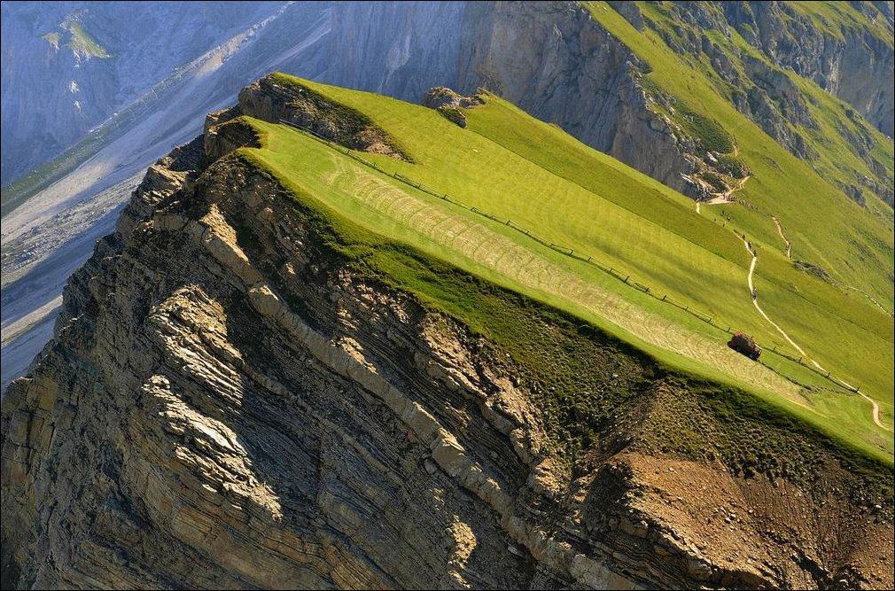 Ферма на краю горы