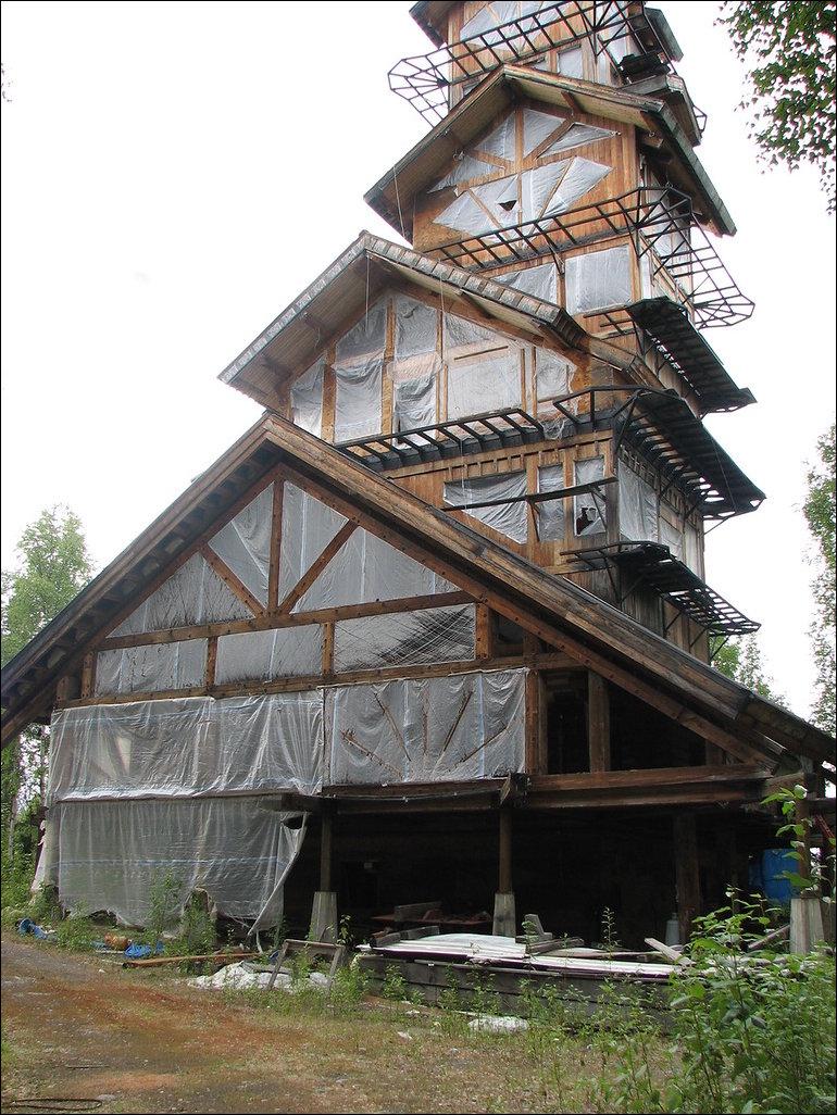 Кто-то строит домик на Аляске