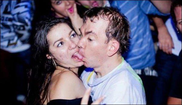 Неловкие и смешные фото из ночных клубов