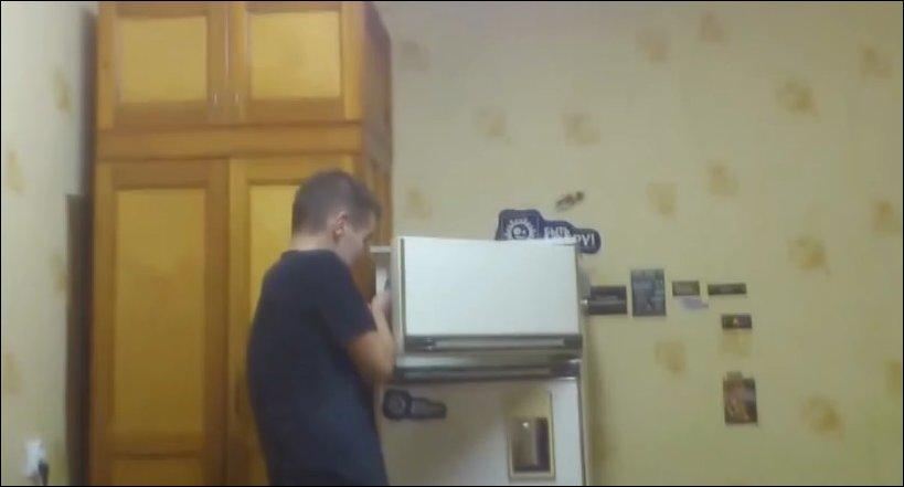 Петарда в холодильнике