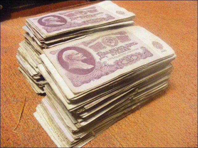 Деньги, спрятанные в старом стуле