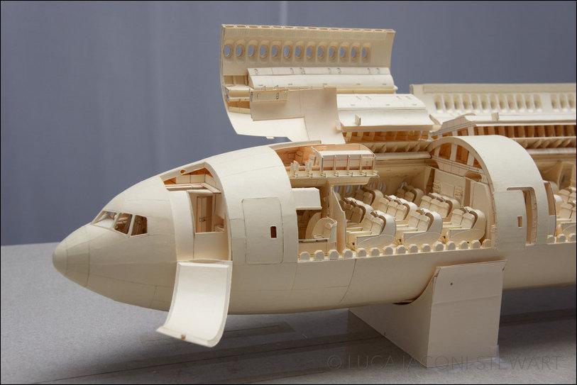Боинг 777 из картона