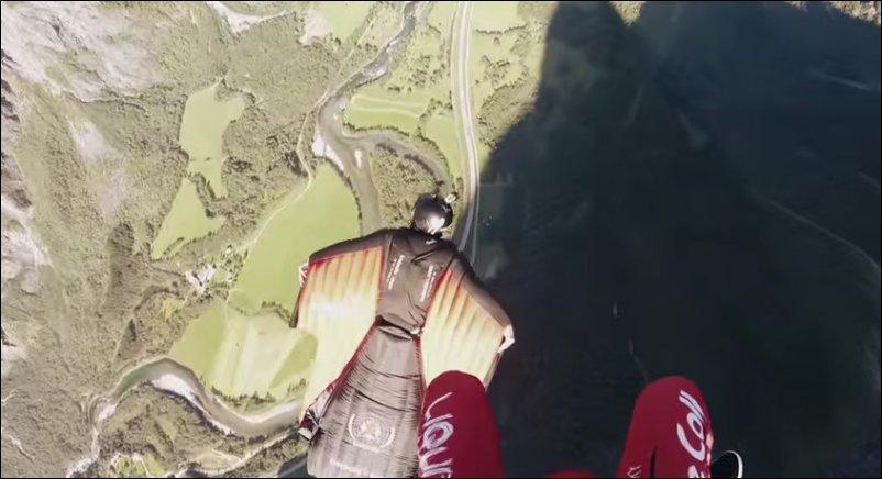 Посадка парашютиста на спину летящему чуваку в вингсьюте