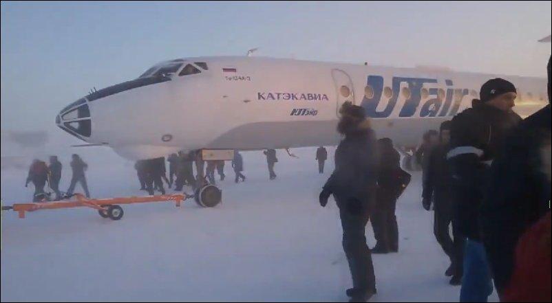 Как толкали самолет в красноярском крае в городе Игарка