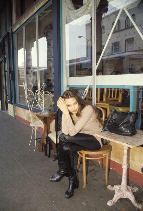 angelina-jolie-1994-11