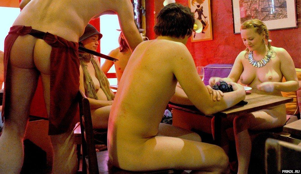 golie-v-restorane-09