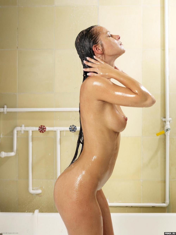 Ролик девушка моется в душе, порно оттрахали диану казашку