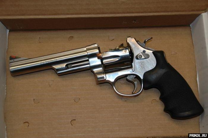 revolver-01