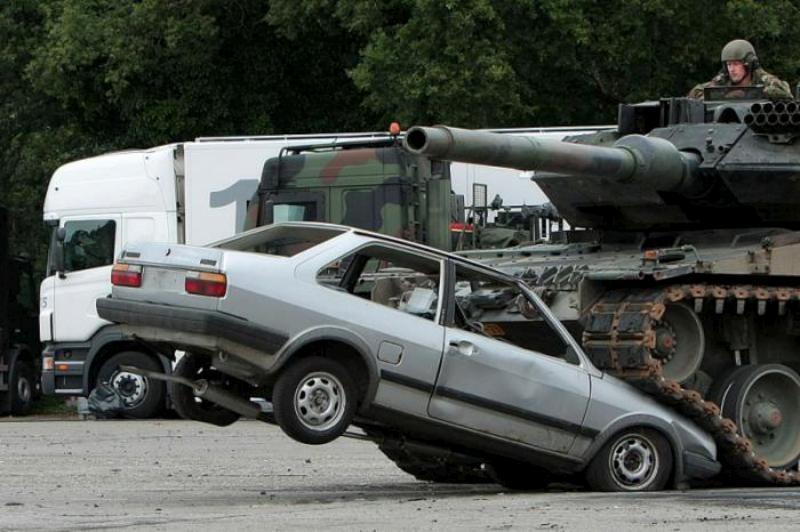 tank-vs-car-01