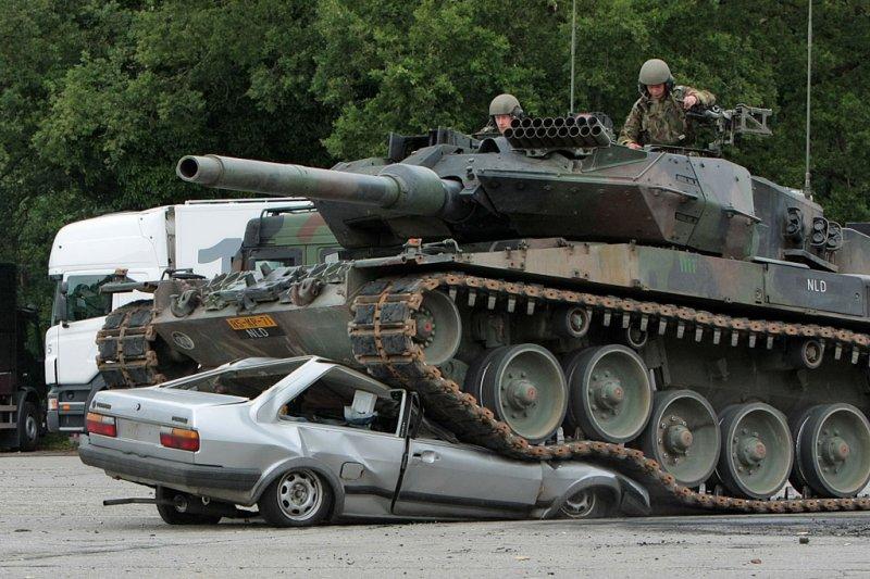 tank-vs-car-02