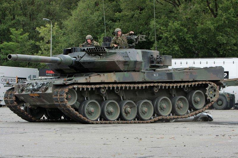 tank-vs-car-04